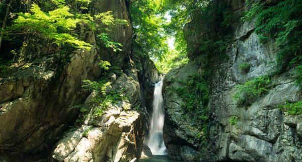 山梨・一之釜滝インスタ映えの行き方アクセスは?ツアーや口コミも調査